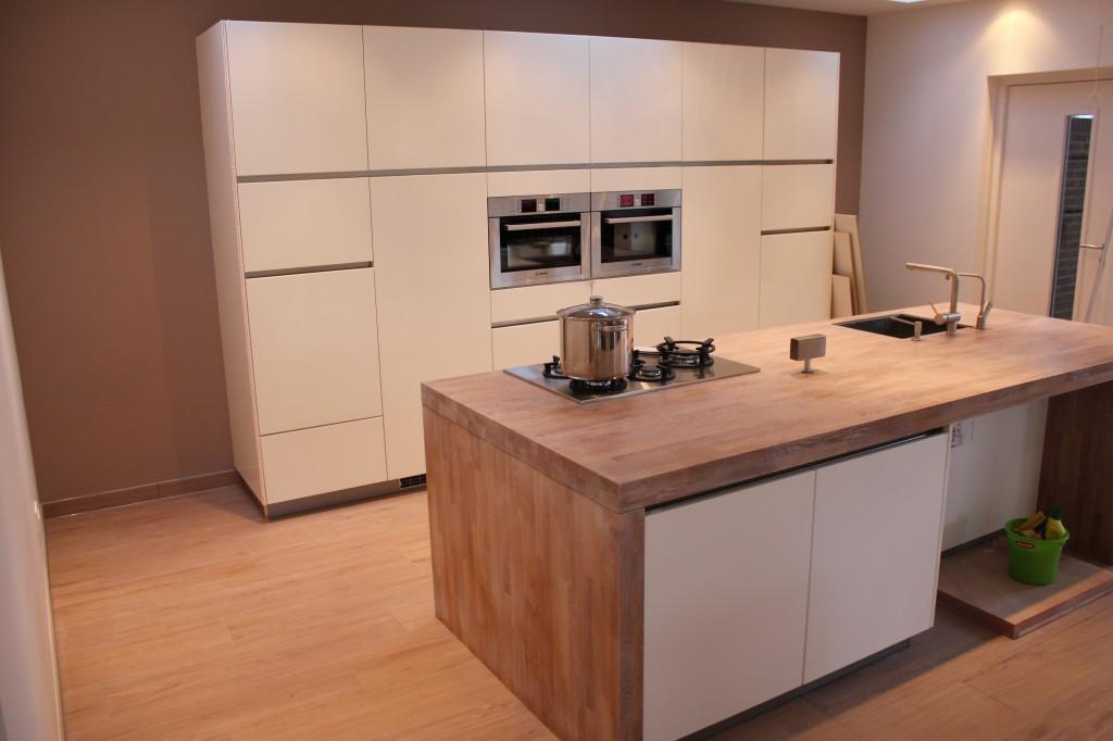 Witte keuken houten blad beste inspiratie voor interieur design en meubels idee n - Keuken witte lak ...