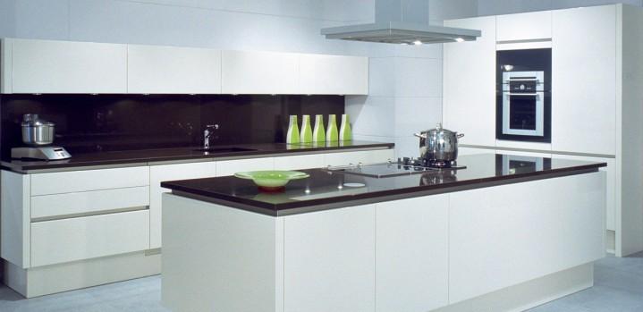 Keuken Hoogglans Wit Achterwand : Keuken Kenzo Luxury Greeploos ? Grando Keukens & Bad Zaandam
