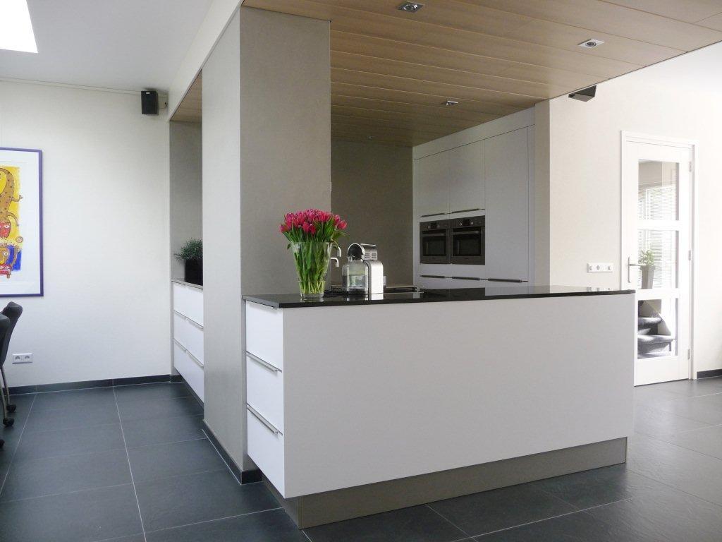 Vtwonen Keuken Houten : Witte keuken met witte vloer mooie witte houten vloer van vtwonen