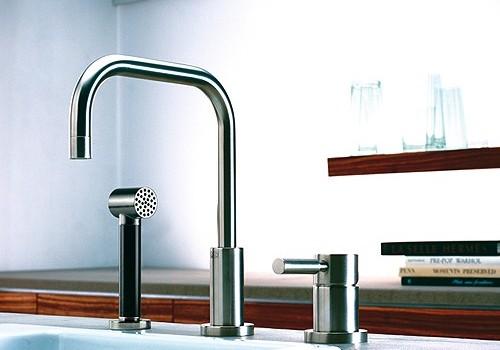 Moderne keuken water kranen in winkel u stockfoto ryzhov